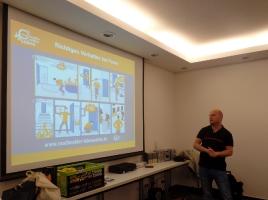 Herr Weidensee informiert über Brandmelder für Hörgeschädigte_9
